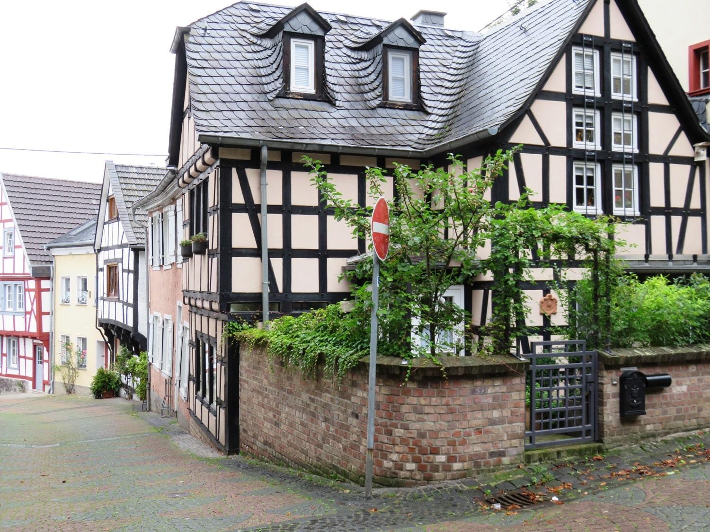 Rheinsteig Stage 4 - half-timbered houses in Linz am Rhein