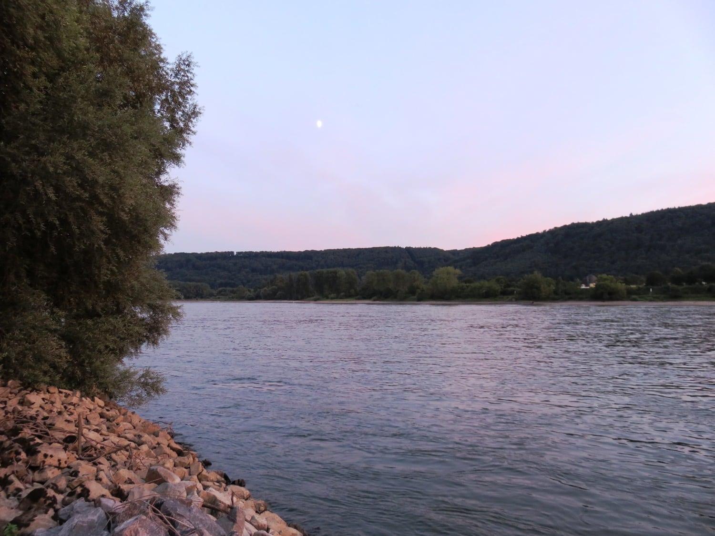 Rheinsteig Stage 4 - Rhine bank Leutesdorf with moon