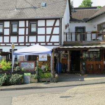 Rheinsteig Stage 5 - Rheingast service area in Feldkirchen - a popular destination for hikers